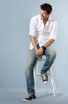 You can never go wrong with this look guys! A solid color shirt and jeans photograph great!