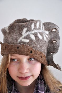 Felted hat -- love the natural colored wool Fuzzy Felt, Felt Hat, Nuno Felting, Needle Felting, Funky Hats, Felted Wool Crafts, Wool Art, Animal Hats, Hat Making