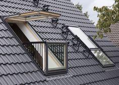 Roof loggia, roof exit, skylight, Photo: Velux Source by Roof Balcony, Balcony Window, Roof Window, Attic Bedroom Designs, Attic Bedrooms, Attic Loft, Loft Room, Attic Conversion, Loft Conversions