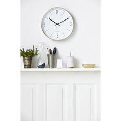 Couture väggklocka från House Doctor. En enkel och modern klocka som är mer en inredn...