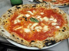 L' Antica Pizzeria da Michele.  www.damichele.net