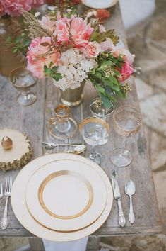 ivory and gold place setting, photo by Day 7 Photography http://ruffledblog.com/metallic-garden-wedding-inspiration #placesetting #tablescapes #wedding