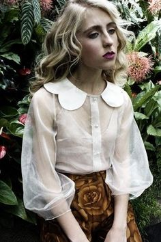 blouse Love this feminine look Moda Fashion, Womens Fashion, Fashion Shoes, Girl Fashion, Mode Lolita, Style Japonais, Peter Pan Collars, Fashion Details, Fashion Design