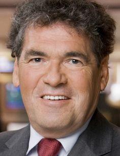 Peter Timofeeff 29-03-1950   Nederlands meteoroloog, tv-persoonlijkheid en politicus. Timofeeff is zoon van een Russische vader en een Nederlandse moeder. Sinds zijn hersenbloeding van 12 september 2014 is Timofeeff niet meer op tv verschenen. Op 15 juni 2015 maakte hij bekend niet meer terug te keren bij het RTL Weer. Op 24 juni 2015 nam hij afscheid als weerpresentator bij de zenders van RTL Nederland. https://youtu.be/JCX5hXvxWdU