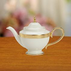 Westchester Tea Pot