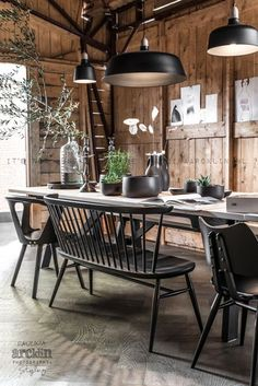 Home Decorating DIY Projects: Dining area in black and wood in a barn photographed by Paulina Arcklin Interior Styling, Interior Decorating, Interior Design, Decorating Ideas, Dining Room Design, Dining Area, Dining Bench, Deco Ethnic Chic, Interior Architecture