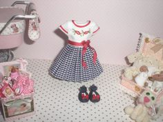 Dress and shoes for girl handmade. This item is not suitable for dressing dolls. It is an item of exposure Notice: the rest of the items in the photo are not included