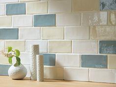 サブウェイタイル Kitchen Tiles, Kitchen Design, Interior Walls, Interior Design, White Wreath, Bath Tiles, Color Shapes, Diy Photo, Flooring