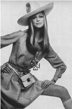 Vogue February 1969 Editha Dussler Photo by Gianni Penati