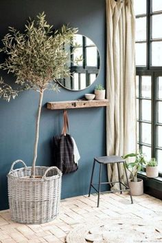 Simple rustic interior design with indoor planting and linen decor – Haus Dekoration Diy Decor, Blue Walls, Interior, Dark Blue Walls, Decor Inspiration, Home Decor, House Interior, Interior Design Rustic, Interior Design