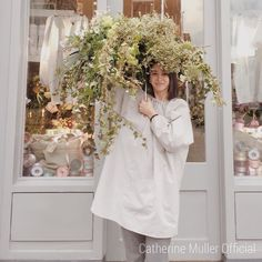 "Sneak peak of the new ""FASHION FLORIST"" class in April . #catherinemuller #catherinemullerparis #catherinemullerlondon #flowerschoolcatherinemuller #parisianflorist #londonflorist #catherinemullerofficial #flowerschoolcatherinemullerofficial #paris #london #flowerlesson #フラワースクールパリ #フラワースクールロンドン #フラワースクールカトリーヌミュレー #パリ #ロンドン  #까트린뮐러 #까트린뮐러파리 #까트린뮐러런던 #꽃수업 #꽃꽂이 #플라워레슨 #플라워스쿨 #플라워스쿨파리 #플라워스쿨런던 #파리 #런던 #꽃스타그램 #플로리스트 #꽃유학  For any informationdon't hesitate to contact us and ask for the calendar…"