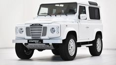 Land Rover Defender 90 by Startech Looks like Grandpas old LandRover Santa Fe) Landrover Defender, Land Rover Defender 110, Defender 90, Cars Land, Suv Cars, Land Rovers, Mercedes G Wagen, 4x4, Cars