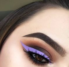 Dark Brown Smokey Eye with Light Purple Winged Eyeliner and Lashes Pretty Makeup, Love Makeup, Makeup Inspo, Makeup Art, Makeup Inspiration, Makeup Goals, Makeup Tips, Make Up Tutorials, Smokey Eye For Brown Eyes