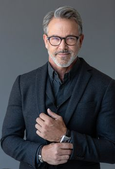 Male model based in New York / South Florida. Business Portrait, Corporate Portrait, Corporate Headshots, Portrait Photography Men, Photography Poses For Men, Handsome Older Men, Older Man, Grey Hair Men, Older Mens Fashion