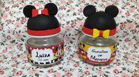 Potinhos de Papinha nestlé sem recheio. <br>Tampas em biscuit cabeça Mickey e Minnie <br>Potinho com rótulo personalizado.