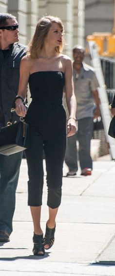 Taylor Swift city chic in all black