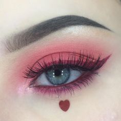 Is the eyeliner just a line decorated at the end of the eye? Can a simple extension draw the right eyeliner? And can only paint black? Makeup Eye Looks, Eye Makeup Art, Cute Makeup, Party Makeup, Eyeshadow Makeup, Pink Eyeshadow, Asian Eye Makeup, Korean Makeup, Eyeshadows