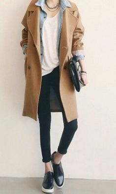 Manteau beige Minimalist fashion inspiration, perfect to pair up with our Looks Street Style, Looks Style, Mode Outfits, Casual Outfits, Normcore Outfits, Easy Outfits, Normcore Style, Normcore Fashion, Androgynous Style