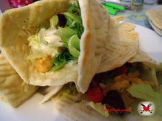 Pita greca con pollo alla paprica e salsa tzatziki