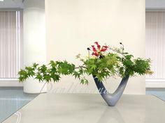 Unique Flower Arrangements, Ikebana Flower Arrangement, Ikebana Arrangements, Flower Vases, Japanese Plants, Japanese Flowers, Flower Food, Flower Art, Bonsai