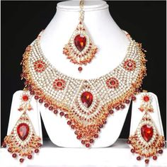 Oooh. If this doesn't make you feel like royalty, what will! --- indian wedding jewellery