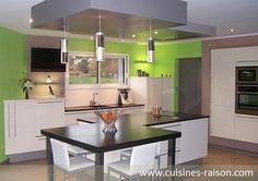 Cuisine design moderne - Aménagement de la pièce en l - Matière quartz - Coloris claire