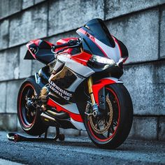 Sexy Ducati 1199 panigale Via : Check out his page riders Duke Motorcycle, Scooter Motorcycle, Super Bikes, Motos Retro, Ducati Motorbike, Honda, Ducati 1199 Panigale, Custom Sport Bikes, Power Bike
