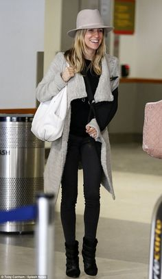 a0c03c6dc425 Kristin Cavallari lands at LAX with a sling on her dislocated elbow