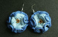 Ravelry: Coral flower earrings pattern by Linda Skuja.  Free pattern.