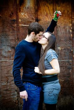 Christmas couple photo. I love this picture! Great photographer. www.facebook.com/eringracephoto