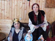 Celebra clarvăzătoare Ioana Sidonia rezolvă problemele amoroase | Vrajitoare Online Cel mai mare Portal de Vrajitoare din Romania John Lennon, Captain Hat, Hollywood, Fashion, Russia, Epilepsy, Moda, La Mode, Fasion