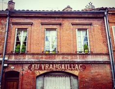 #AuVraiGaillac 22 rue #Falguière #Toulouse  #ByToulouse #VisitezToulouse #We_Toulouse #igerstoulouse #tourismemidipy #lettersigns #typo #typography #vintagesigns #vintagetypography #façade #enseignesetpublicites #lettersign #latergram