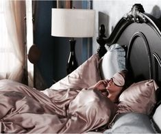sleeping tips on We Heart It gossip girl, blair waldorf, and bed image Gossip Girl Blair, Estilo Gossip Girl, Blair Waldorf Gossip Girl, Blair Waldorf Fashion, Blair Fashion, Blair Waldorf Room, Estilo Blair Waldorf, Blair Waldorf Style, Gossip Girl Outfits