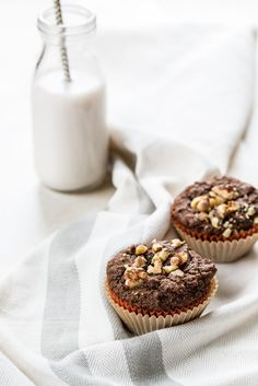 Pumpkin Gingerbread Muffins (vegan) via ohsheglows