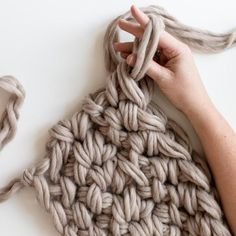 Learn how to hand crochet and make a gorgeous blanket with a new PDF pattern from Anne Weil of Flax & Twine. Hand Knit Blanket, Chunky Blanket, Knitted Blankets, Finger Crochet, Finger Knitting, Hand Crochet, Loom Crochet, Crochet Stitch, Crochet For Beginners Blanket