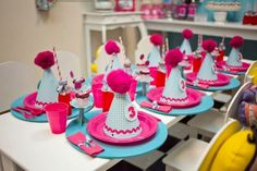 Table at an Alice in Wonderland Party #aliceinwonderland #partytable