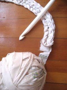 CuriousDoodles: DIY Crochet Rug Made of Sheets @Samantha Gallagher