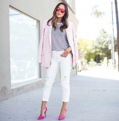 Quem disse que não pode combinar cor de blazer e scarpin? Para Aimee não só pode como deve, e o resultado é super cool numa brincadeira com 50 tons de pink.