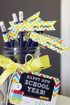 Back to School FREE Printable Teacher's Gift Tags & customizable pencil toppers