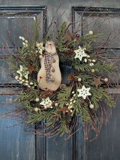 Primitive Snowmen Wreath Winter Wreath by Designawreath on Etsy Primitive Snowmen, Primitive Stitchery, Wooden Snowmen, Primitive Patterns, Primitive Crafts, Wood Crafts, Christmas Love, Country Christmas, All Things Christmas