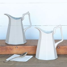 Galley Pitchers – BRIARWOOD