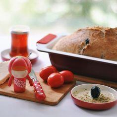 Momiji by Esther Chaye #momiji #pinchusion #tomato #bread #olive #mezze #momijidelicious #breakfast #launch www.lovemomiji.com