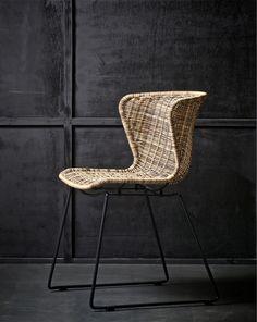 Eetkamerstoel wings van polyester rotan in leuk kuipstoel model met metalen poot in zwart / Living Roots