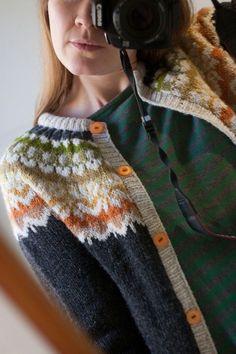 Billedresultat for ravelry sirri sweater Fair Isle Knitting Patterns, Knitting Designs, Knit Patterns, Knitting Projects, Ravelry, Norwegian Knitting, Pull Sweat, Nordic Sweater, Icelandic Sweaters