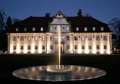 Golfreise Wald & Schlosshotel Friedrichsruhe ***** Ein 5-Sterne-Mekka für Genießer und Ruhesuchende: Das Wald & Schlosshotel Friedrichsruhe, ein Resort, in dem man mit allen Sinnen genießen kann. - 2 Übernachtungen im eleganten Doppelzimmer + Frühstück - 2 x Green-Fee auf der Anlage des Golf-Club Heilbronn-Hohenlohe e.V. - Eintritt in das Spa mit Pools, Saunen und Fitness (4.400 m²) - Parkplatz am Hotel - Wir empfehlen Ihnen die Eigenanreise per PKW Reisezeit: 01.05. – 31.10.2013