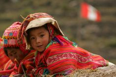 I found these boys lying on a stone fence at a remote village in souther Peru. I was trying to juxtapose the Peru national flag in the background. Kids Around The World, Beauty Around The World, People Of The World, Around The Worlds, Precious Children, Beautiful Children, Beautiful People, Pretty Little Girls, Cultural Diversity