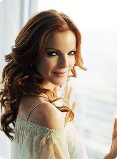 elegante Hochsteckfrisuren Rote Haare Marcia Cross als Bree Van de Kamp