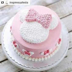 Today's post is about wonderful cakes in the Minnie Rosa version! Beautiful, sweet, delicate theme that is always on the rise ! Bolo Do Mickey Mouse, Bolo Minnie, Minnie Mouse Birthday Cakes, Minnie Cake, Birthday Cake Girls, 2nd Birthday, Mini Mouse Cake, Disney Cakes, Girl Cakes