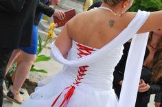 Robe de mariée satin froncé, vague d organza, courte devant www.portez-vos-idees.com