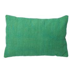 Sierkussen Iznik langwerpig is een kussen in neutrale stijl. Het woonkussen heeft de maat 40x60 en is vervaardigd van textiel. Sierkussn Iznik langwerpig in de kleur licht groen heeft een subtiele uitstraling en is lekker zacht. Doordat het een basic kussen is is het gemakkelijk te combineren met andere kussens. Dit sierkussen wordt geleverd met een passende binnenvulling. Sierkussen Iznik langwerpig is afkomstig van het merk Light & Living.